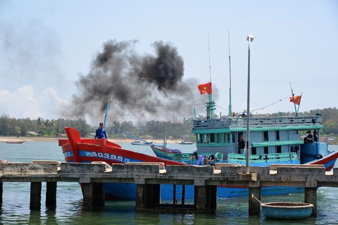 Cách ly các ngư dân bị tàu Trung Quốc đâm chìm ở Hoàng Sa - Ảnh 1.