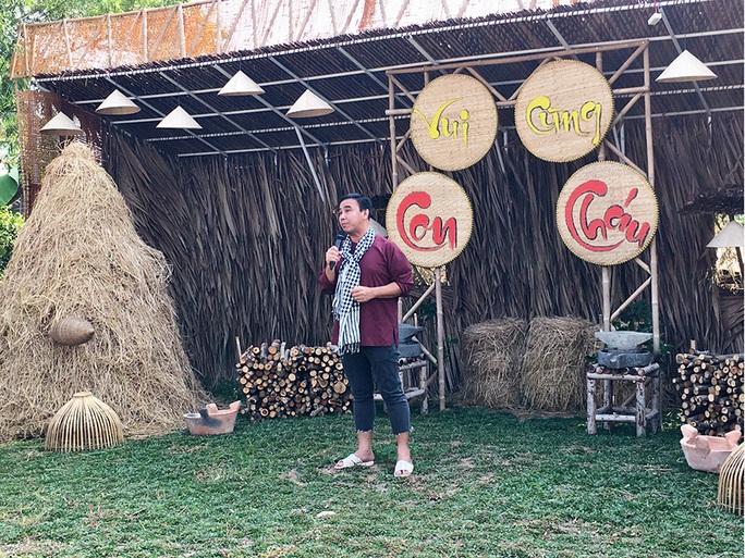 Anh nông dân Quyền Linh tái xuất - Ảnh 2.