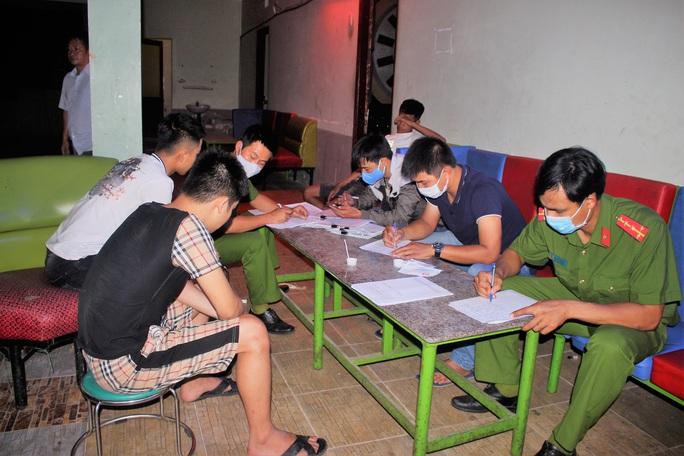 Quảng Nam: 11 nam nữ tổ chức tiệc ma túy ở quán karaoke - Ảnh 5.