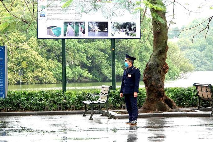 Cận cảnh Hà Nội kiểm tra, xử lý người ra đường không thuộc diện cho phép - Ảnh 16.
