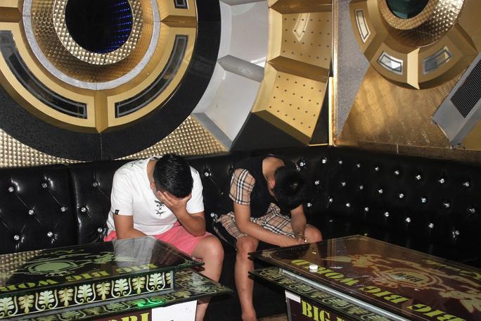 Quảng Nam: 11 nam nữ tổ chức tiệc ma túy ở quán karaoke - Ảnh 4.
