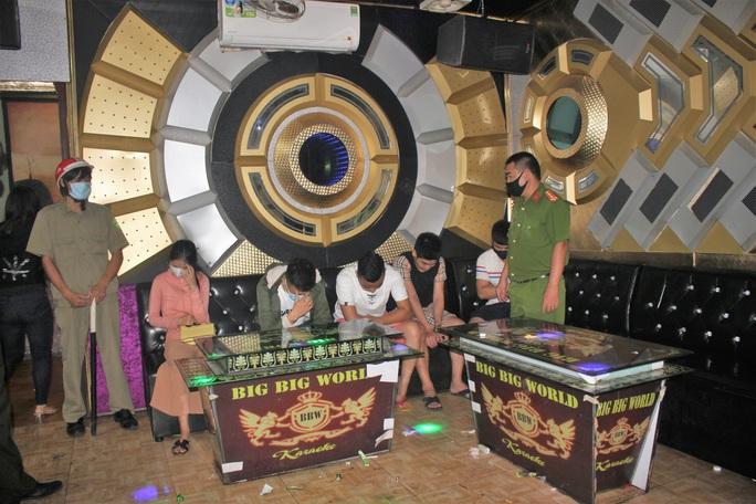 Để khách mở tiệc ma túy, quán karaoke bị phạt 17,5 triệu, tước giấy phép - Ảnh 1.