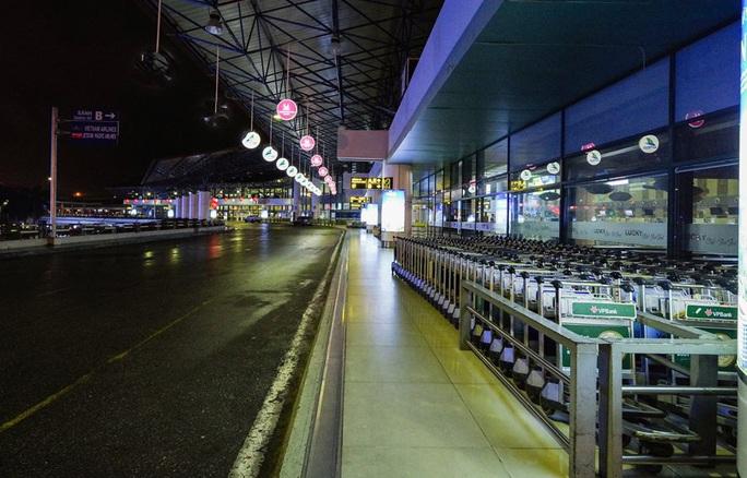 Sân bay Nội Bài không còn taxi, hành khách cần chủ động phương tiện đi về - Ảnh 1.