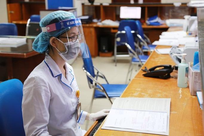Cách ly nhiều y, bác sĩ ở 2 bệnh viện vì tiếp xúc gần bệnh nhân Covid-19 số 237 - Ảnh 2.