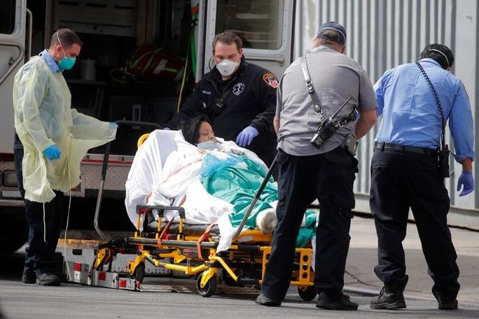 Covid-19 ở Mỹ: Số ca tử vong tại New York bằng số người chết vụ 11-9 - Ảnh 2.
