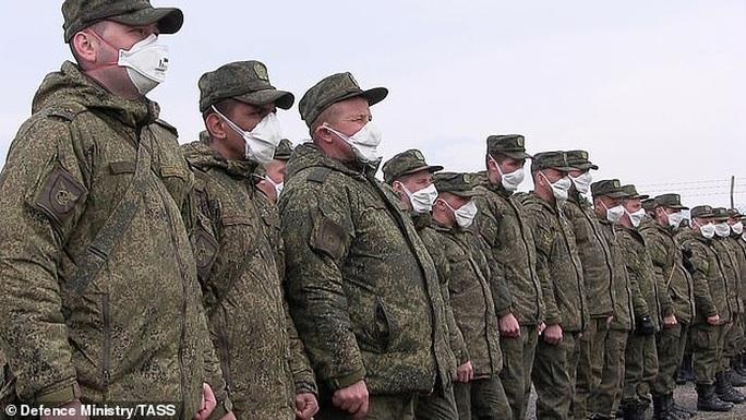 Covid-19: Ý - Nga khẩu chiến quanh tình nghi cài gián điệp trong nhóm bác sĩ  - Ảnh 3.