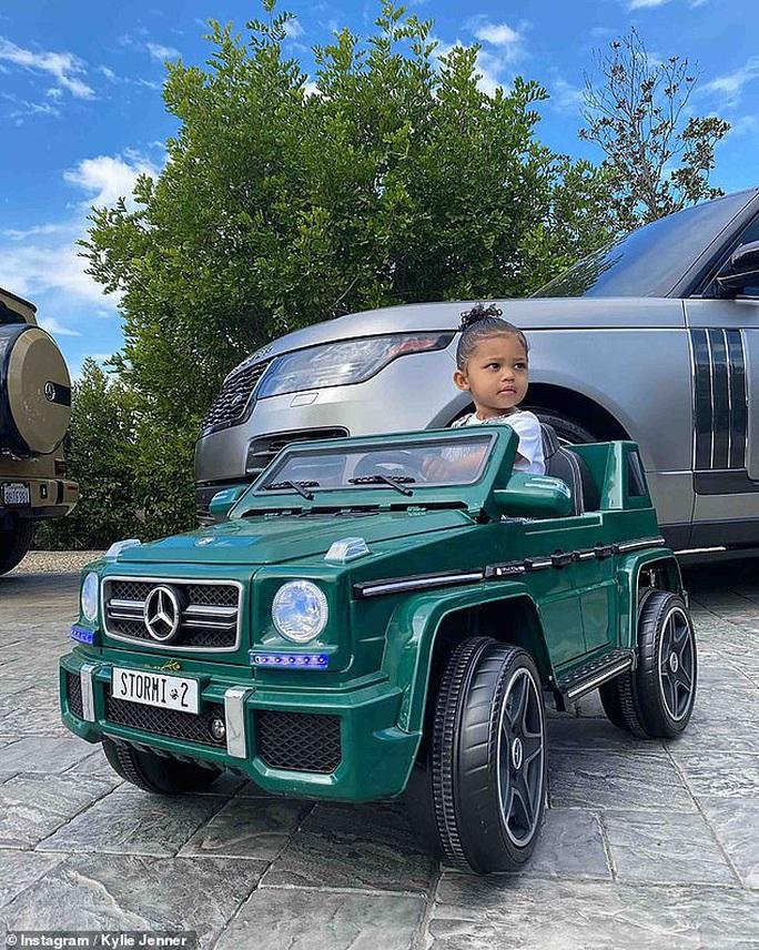 Bật mí cuộc sống của những đứa trẻ siêu giàu - Ảnh 1.