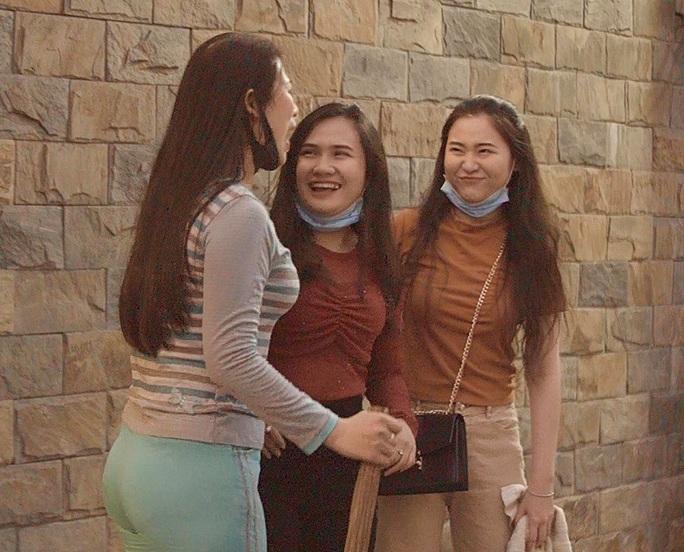 Phim về Covid-19 của học trò NSND Hồng Vân hút người xem qua mạng xã hội - Ảnh 3.