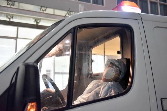 CHUYỆN CHƯA KỂ Ở HỒNG TÂM CUỘC CHIẾN: Những chuyến xe xuyên đêm chống dịch - Ảnh 1.
