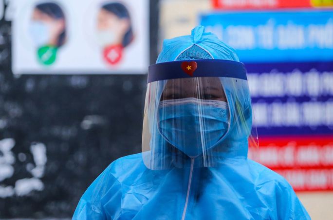 KHẨN: Bộ Y tế thông báo tìm gấp người tiếp xúc nữ phóng viên mắc Covid-19 - Ảnh 1.