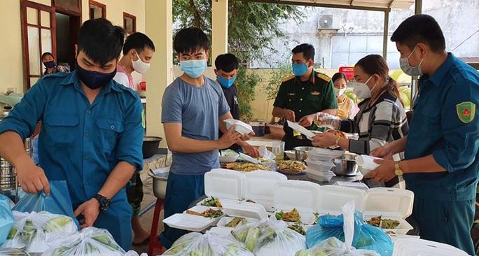 Quảng Nam hỗ trợ tiền ăn 80.000 đồng/ngày cho người về từ TP HCM, Hà Nội - Ảnh 1.