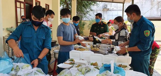 Quảng Nam hỗ trợ tiền ăn ở, xét nghiệm cho người về từ TP HCM, Hà Nội - Ảnh 1.