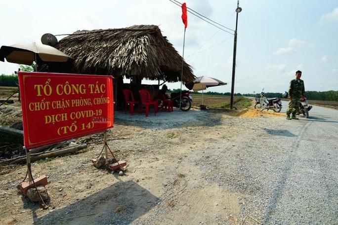 Tây Ninh phát hiện ôtô chở 7 người Trung Quốc từ TP HCM về huyện Bến Cầu - Ảnh 1.