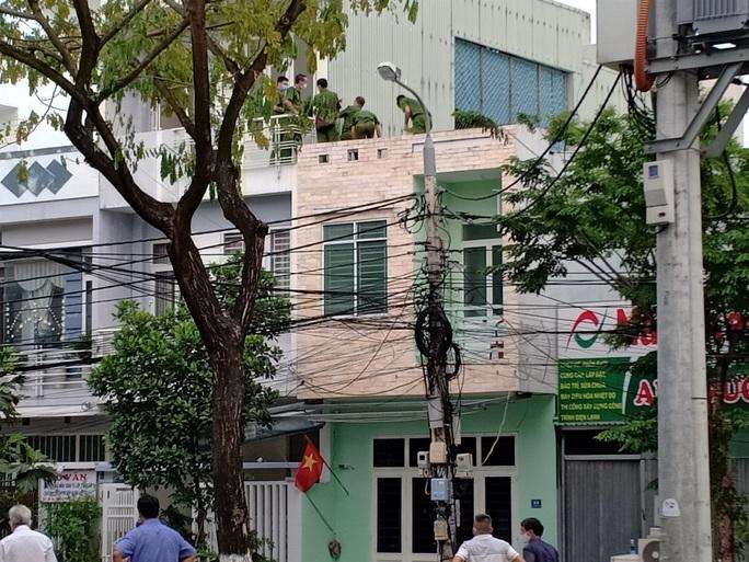 Bắt sới bạc ở Đà Nẵng: 1 người tử vong khi nhảy lầu bỏ trốn - Ảnh 1.