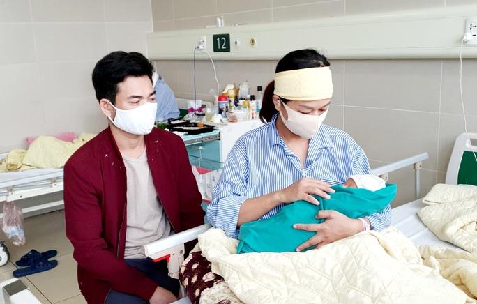 5 bé sơ sinh chào đời trong khu cách ly Bệnh viện Bạch Mai - Ảnh 4.