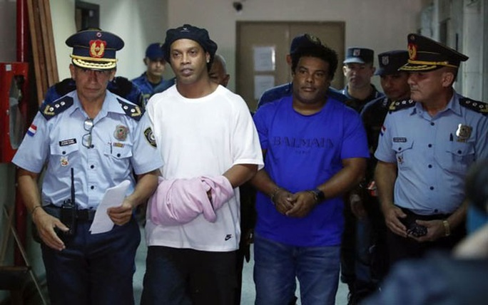 Ronaldinho đã nói gì về việc bị giam giữ? - Ảnh 1.