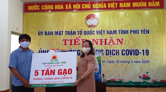 Tập đoàn Lộc Trời hỗ trợ hơn 137 tấn gạo để các tỉnh chống dịch - Ảnh 2.