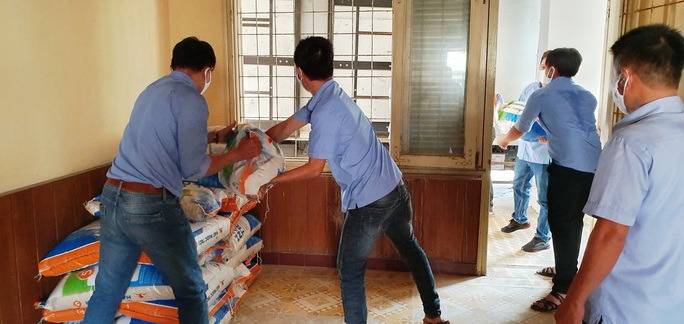 Tập đoàn Lộc Trời hỗ trợ hơn 137 tấn gạo để các tỉnh chống dịch - Ảnh 5.