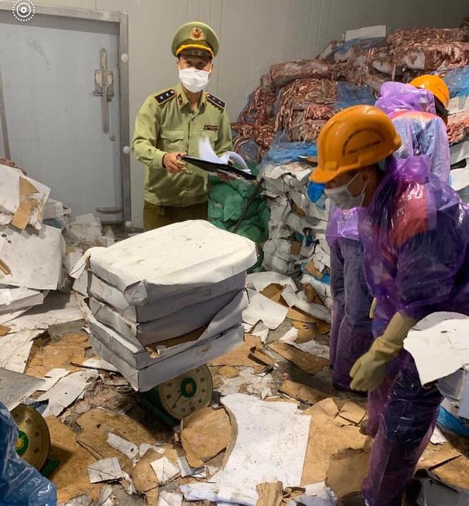 Phát hiện kho hàng chứa hơn 72 tấn lòng heo bốc mùi hôi thối ở Hải Dương - Ảnh 1.