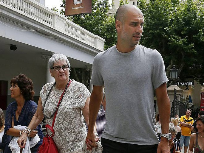 HLV Pep Guardiola đau đớn khi thân mẫu qua đời vì Covid-19 - Ảnh 1.