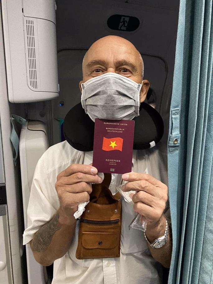 Hai chuyến bay đặc biệt từ Việt Nam đưa công dân châu Âu hồi hương - Ảnh 9.