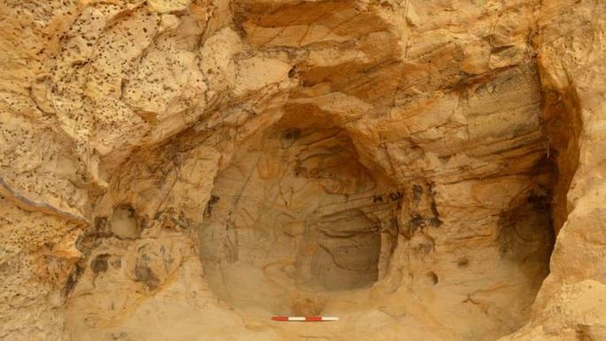 Sửa đường sắt, vô tình mở cửa ngôi đền bí ẩn trong hang sa thạch - Ảnh 1.