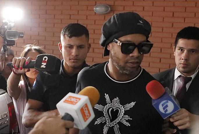 Ronaldinho thoát án tù, chịu quản thúc 6 tháng ở… khách sạn - Ảnh 4.