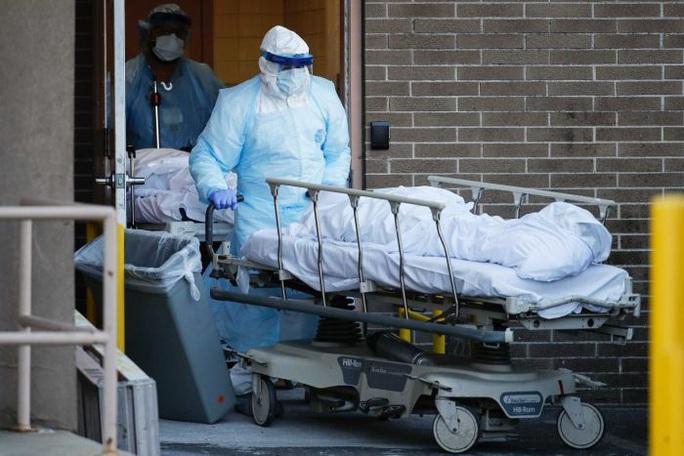 Covid-19: Ca nhiễm ở Mỹ tăng vọt, Tổng thống Trump chỉ trích nặng nề WHO - Ảnh 1.