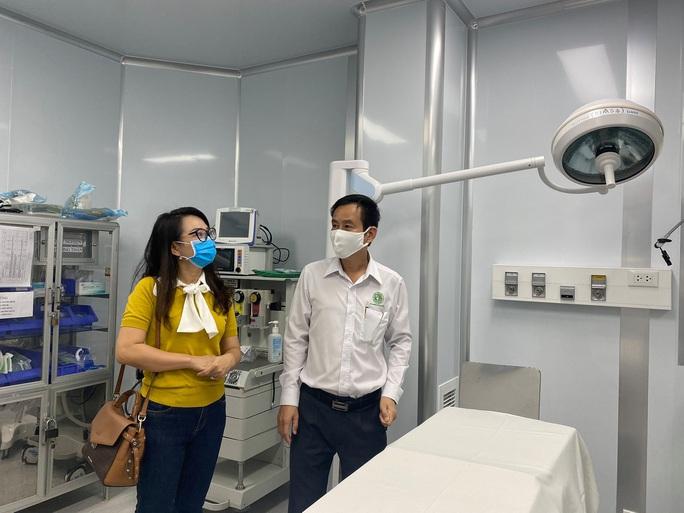 Đi xem phòng điều trị Covid-19 ở bệnh viện quận 2 - Ảnh 1.