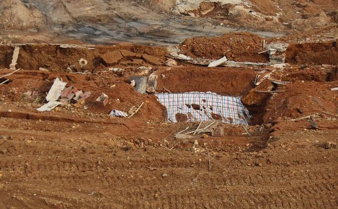 Yêu cầu làm rõ trách nhiệm vụ sạt trượt tại Khu công nghiệp Nhân Cơ gây thiệt hại 5 tỉ đồng - Ảnh 2.