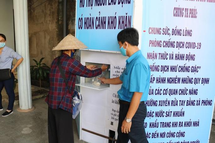 LĐLĐ huyện Phú Quốc khởi động thùng gạo nghĩa tình tặng người nghèo - Ảnh 4.