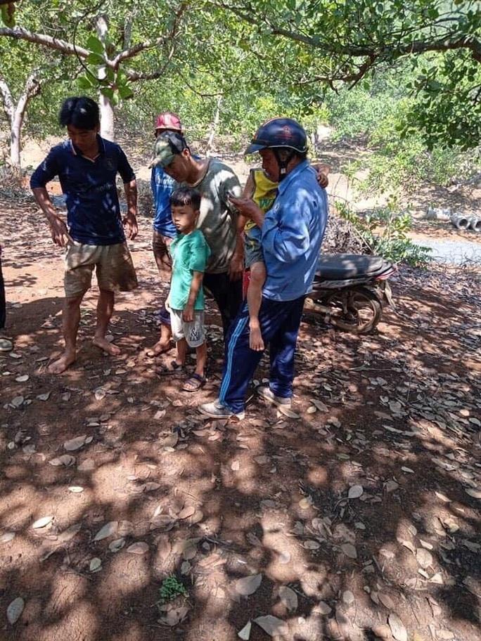 Đã tìm thấy hai bé sinh đôi nghi bị bắt cóc ở Bình Phước - Ảnh 1.
