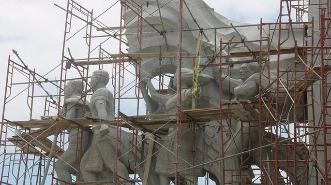 Huyện miền núi xây tượng đài 14 tỉ đồng: Không để xảy ra tiêu cực - Ảnh 4.