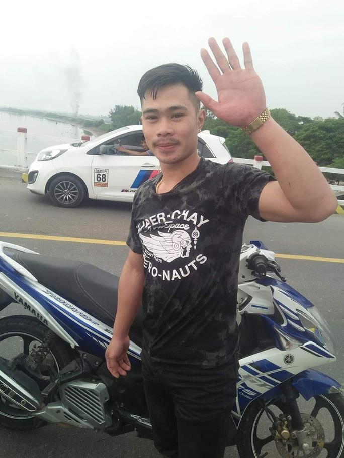 Nam sinh viên người Lào dũng cảm lao xuống sông cứu người đàn ông nhảy cầu - Ảnh 2.