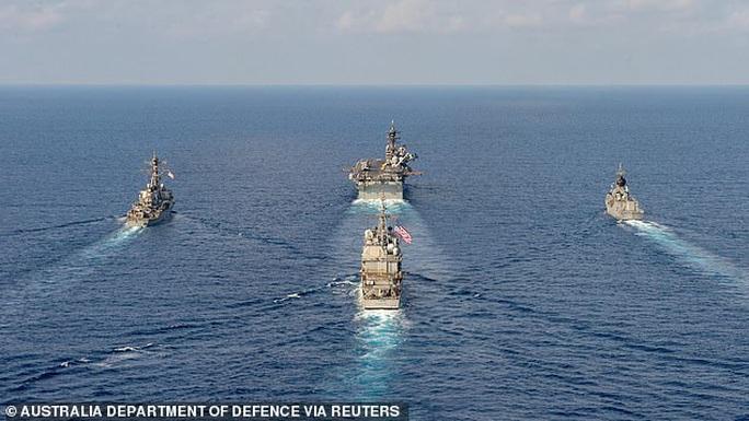 Cận cảnh các tàu chiến Mỹ thách thức Trung Quốc ở biển Đông - Ảnh 1.