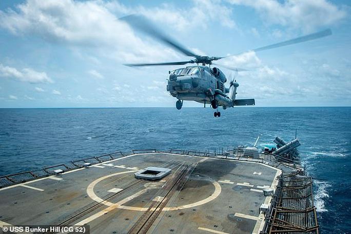 Cận cảnh các tàu chiến Mỹ thách thức Trung Quốc ở biển Đông - Ảnh 2.