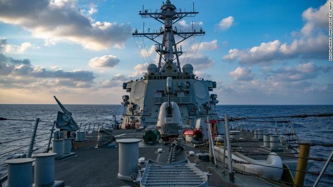 Cận cảnh các tàu chiến Mỹ thách thức Trung Quốc ở biển Đông - Ảnh 6.