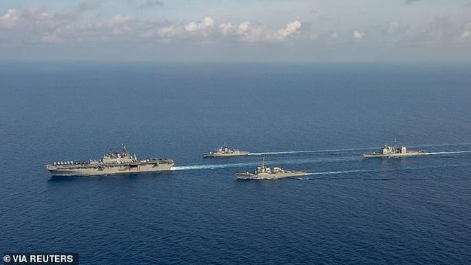 Cận cảnh các tàu chiến Mỹ thách thức Trung Quốc ở biển Đông - Ảnh 12.