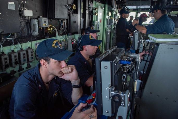 Cận cảnh các tàu chiến Mỹ thách thức Trung Quốc ở biển Đông - Ảnh 4.