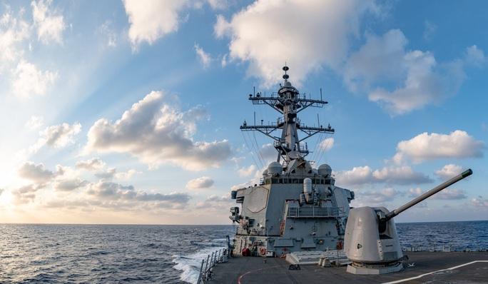 Cận cảnh các tàu chiến Mỹ thách thức Trung Quốc ở biển Đông - Ảnh 7.