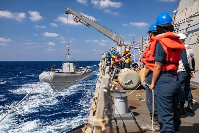 Cận cảnh các tàu chiến Mỹ thách thức Trung Quốc ở biển Đông - Ảnh 8.