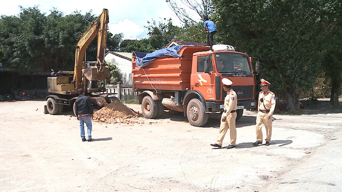 Thừa Thiên – Huế xử phạt hơn 1.500 xe tải trong một tháng - Ảnh 4.