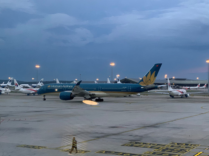 Hơn 270 công dân Việt Nam từ Malaysia về sân bay Đà Nẵng  - Ảnh 2.