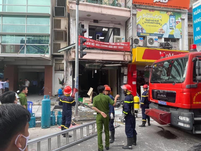 Nổ bình gas tại nhà hàng gà rán Bonchon, nhiều người bị thương - Ảnh 1.