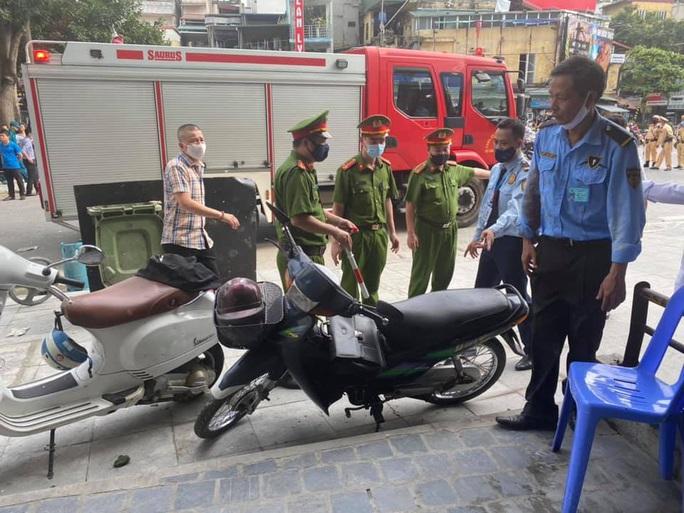 Nổ bình gas tại nhà hàng gà rán Bonchon, nhiều người bị thương - Ảnh 2.
