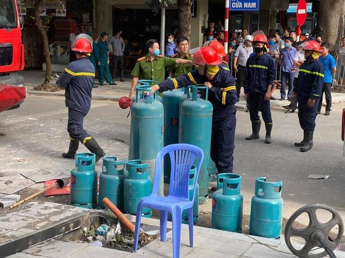 Nổ bình gas tại nhà hàng gà rán Bonchon, nhiều người bị thương - Ảnh 3.