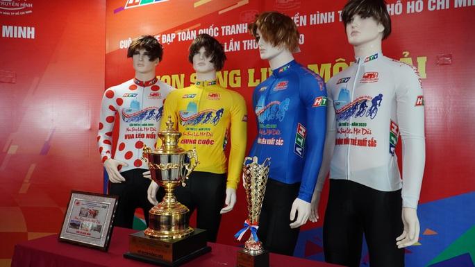 Giải đua xe đạp lớn nhất Việt Nam chào mừng 130 năm sinh nhật Bác Hồ - Ảnh 2.