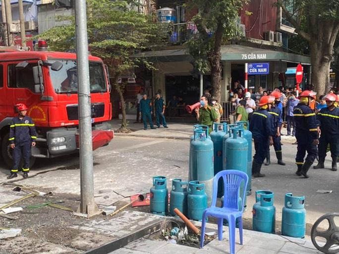 Nổ bình gas tại nhà hàng gà rán Bonchon, nhiều người bị thương - Ảnh 5.