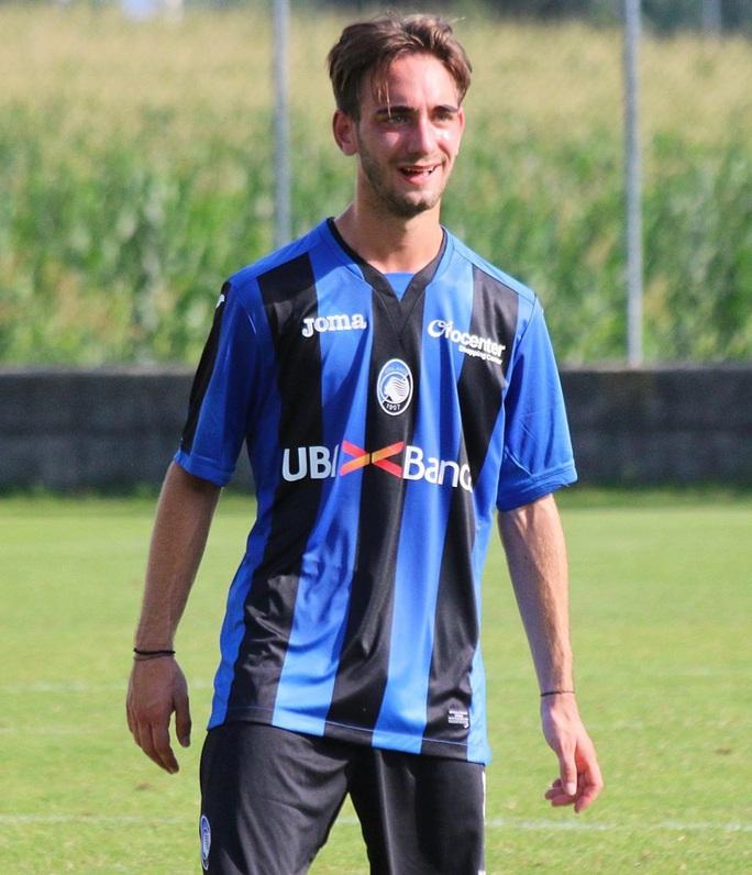 Tiền vệ trẻ của Ý qua đời trong lúc tự tập luyện khi cách ly - Ảnh 1.