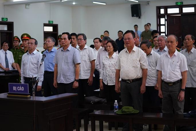 2 nguyên chủ tịch Đà Nẵng bị tuyên tổng cộng 27 năm tù, bắt giam tại tòa - Ảnh 12.